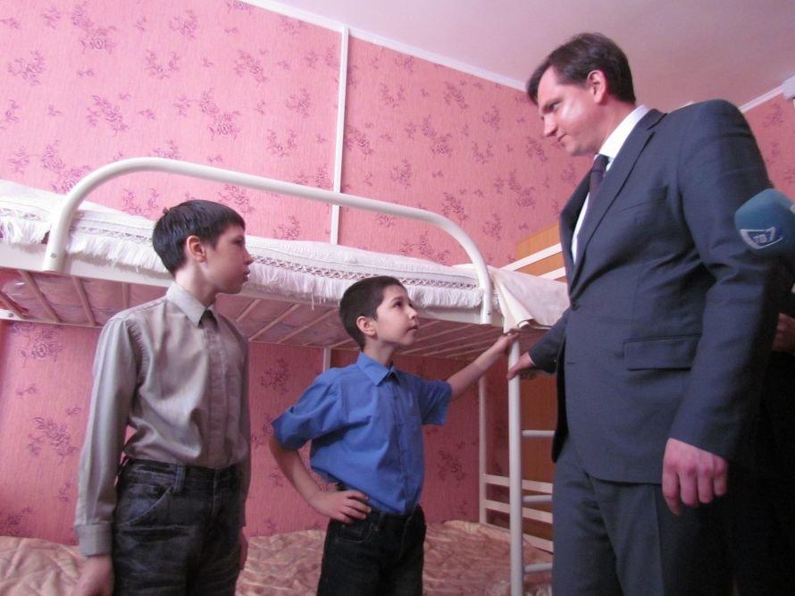В Мариуполе детский дом семейного типа получил квартиру в новостройке (ФОТО), фото-2
