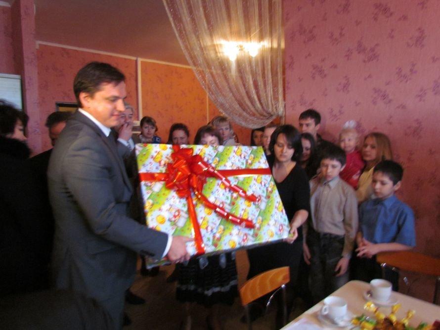 В Мариуполе детский дом семейного типа получил квартиру в новостройке (ФОТО), фото-7