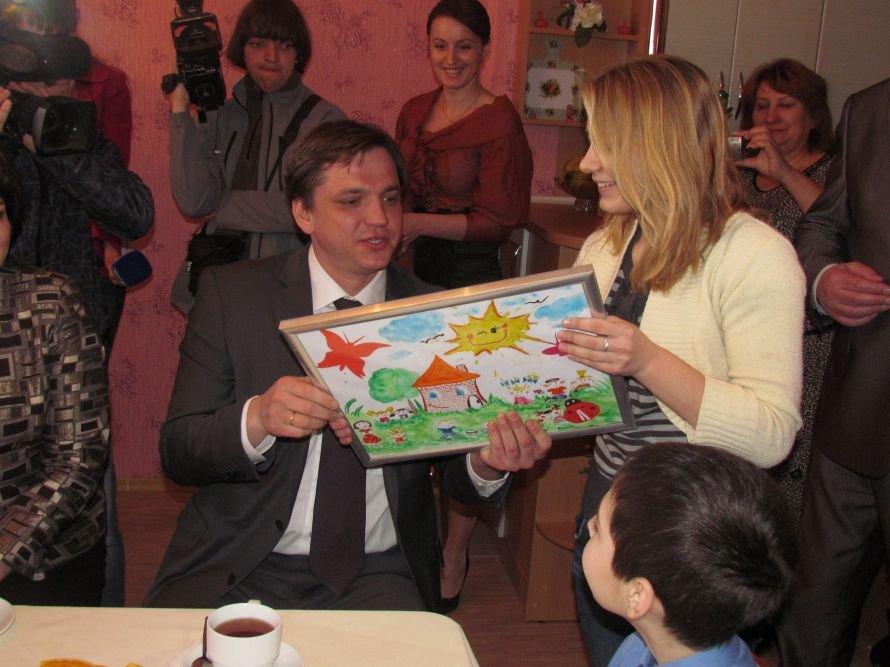 В Мариуполе детский дом семейного типа получил квартиру в новостройке (ФОТО), фото-10