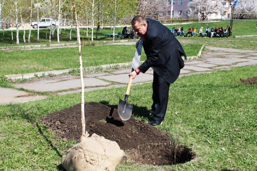 Сергей Клюев принял участие в высадке березовой аллеи в Артемовске (ФОТО), фото-5