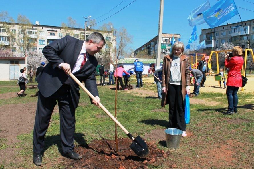 Сергей Клюев принял участие в высадке березовой аллеи в Артемовске (ФОТО), фото-16