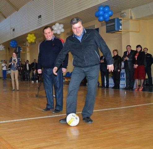 Спикер Голенко взялся за лопату и ударил по мячу (ФОТО), фото-3