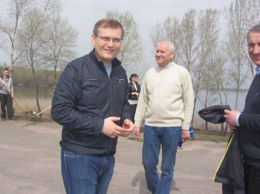 На ж/м Красный Камень Вилкул и простые горожане убирали мусор, а спасатели доставали битое стекло с днепровского дна (ФОТОРЕПОРТАЖ), фото-7