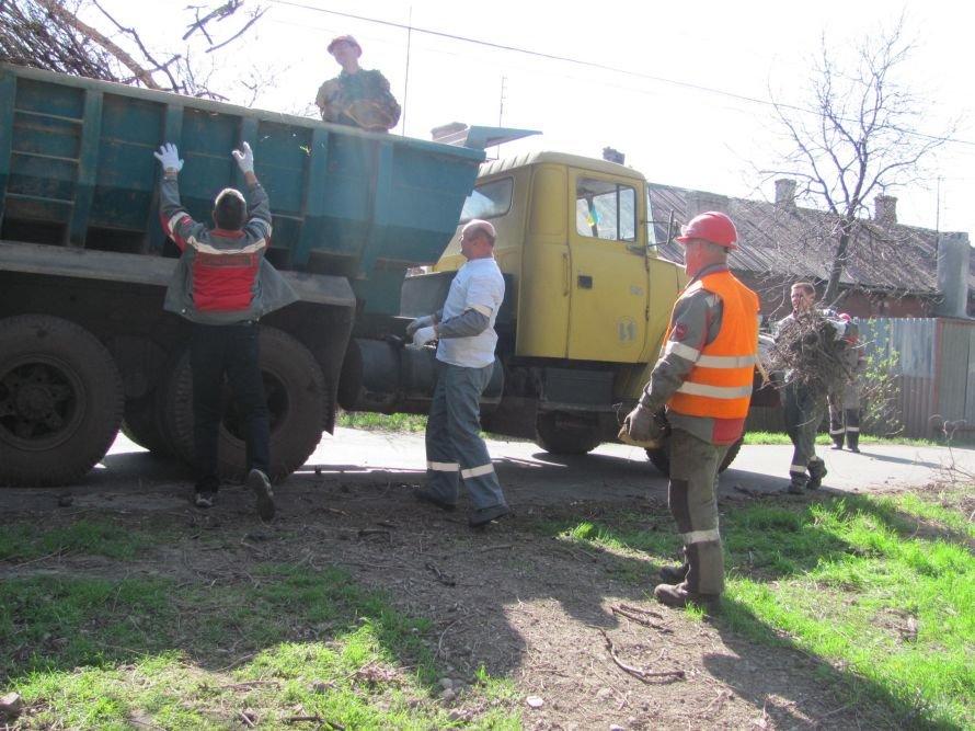 Мариуполь сегодня избавился от лишних килограммов – на общегородском субботнике собрали несколько сот тысяч мешков мусора, фото-3