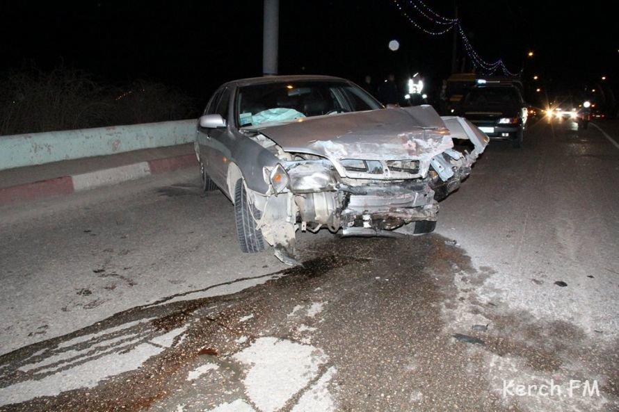 В Керчи на мосту столкнулись четыре машины, фото-1