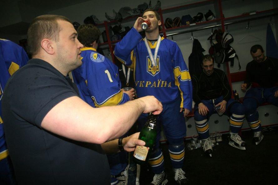Как сборная Украины отмечала победу на чемпионате мира по хоккею в Донецке (фоторепортаж из раздевалки), фото-2