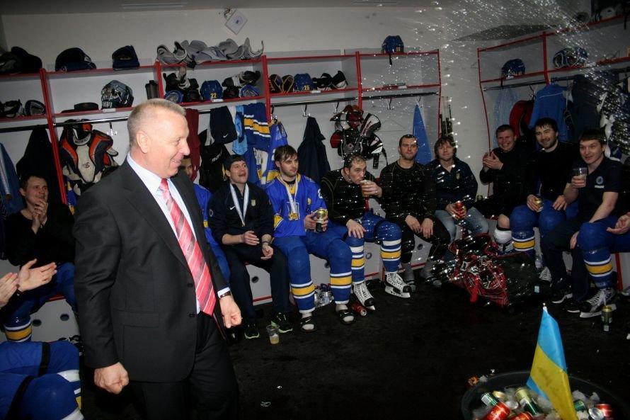 Как сборная Украины отмечала победу на чемпионате мира по хоккею в Донецке (фоторепортаж из раздевалки), фото-3