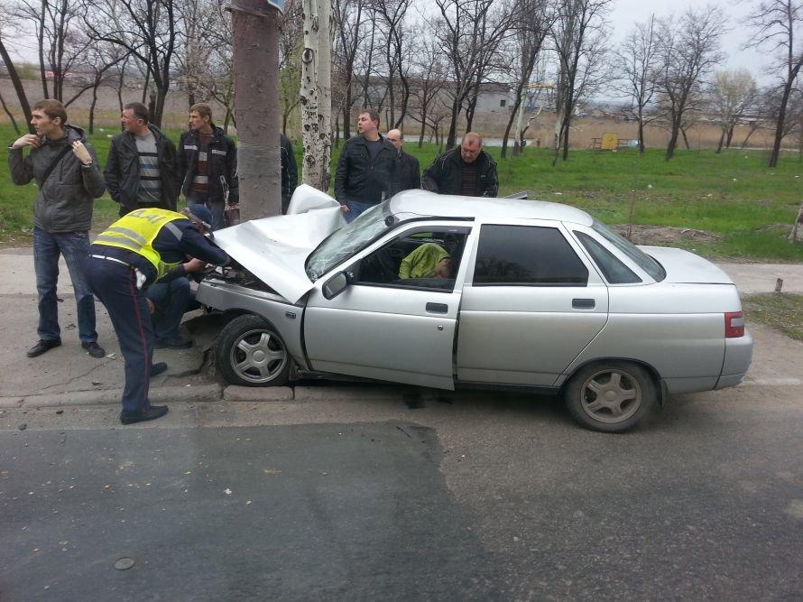 В Мариуполе серая «десятка» врезалась в столб. Пострадали 4 человека (Дополнено ФОТО), фото-1