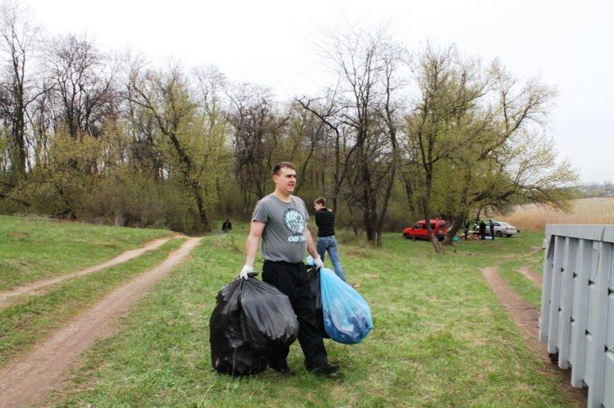 Тысячу пакетов мусора собрали артемовские волонтеры на субботнике возле Северного (ФОТО), фото-12