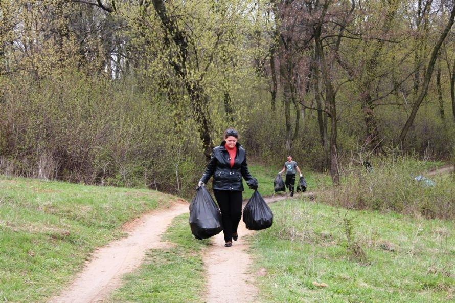 Тысячу пакетов мусора собрали артемовские волонтеры на субботнике возле Северного (ФОТО), фото-8