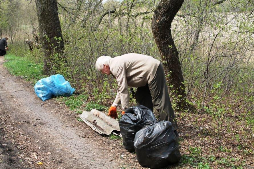 Тысячу пакетов мусора собрали артемовские волонтеры на субботнике возле Северного (ФОТО), фото-4