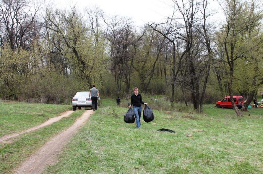 Тысячу пакетов мусора собрали артемовские волонтеры на субботнике возле Северного (ФОТО), фото-7