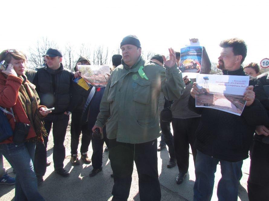 Буровая вышка в полях Украины: добытчики нетрадиционного газа по-прежнему хранят свои секреты (ФОТО), фото-1