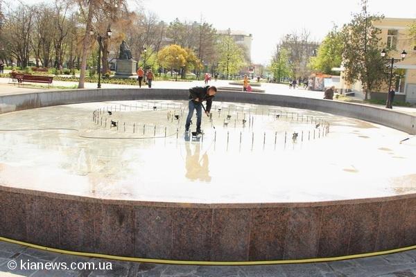 В Крыму начали чистить перышки фонтанам, фото-1