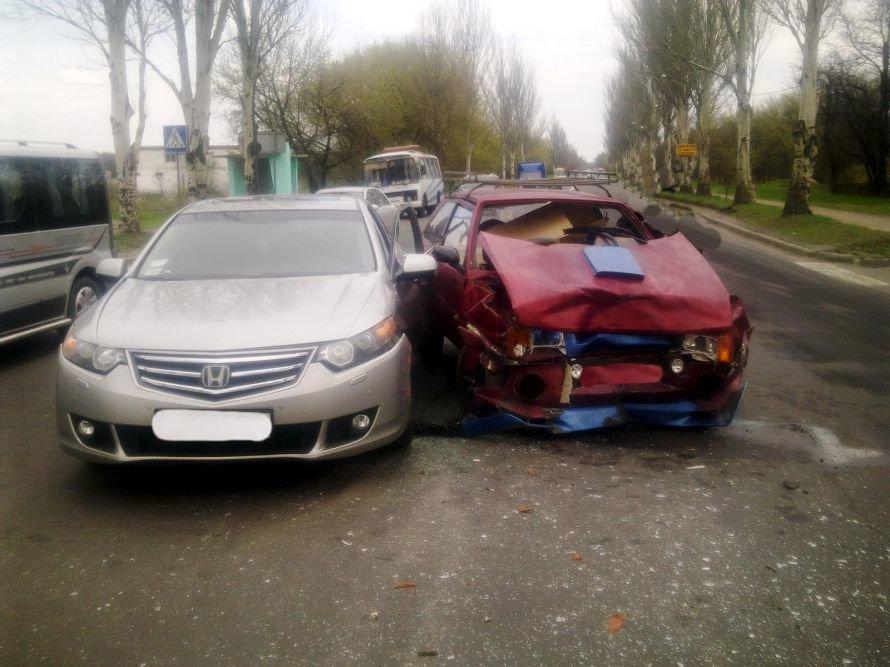 В Донецке «Хонда Аккорд» не захотела уступить дорогу «Таврии» (фото), фото-1