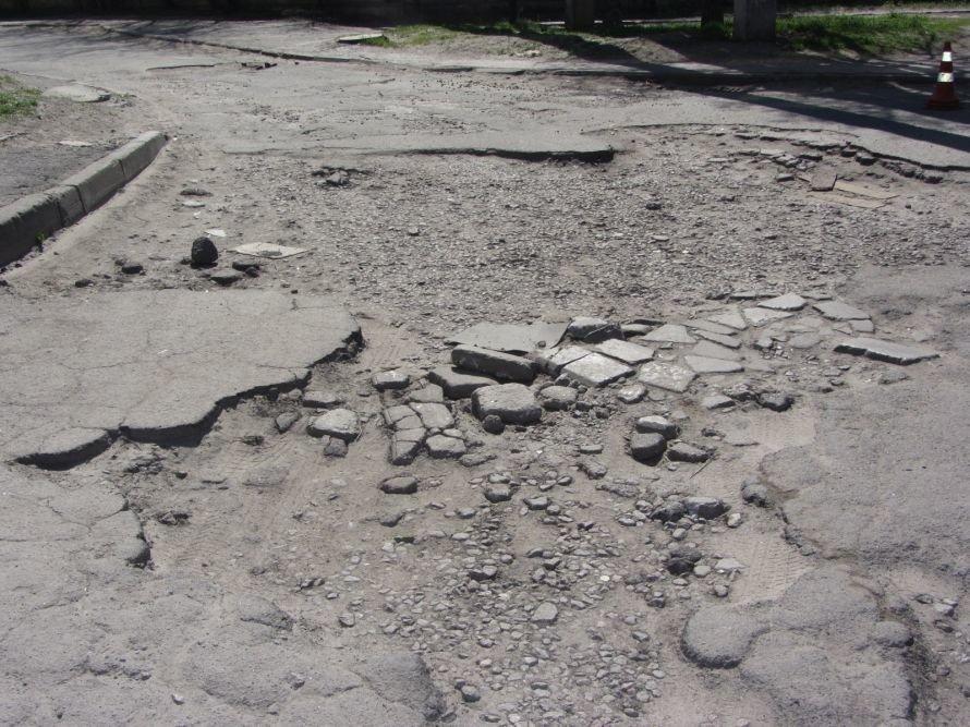 «В нашем дворе ямы глубиной по полметра», - жильцы улицы Янтарной в Днепропетровске (ФОТОРЕПОРТАЖ), фото-1