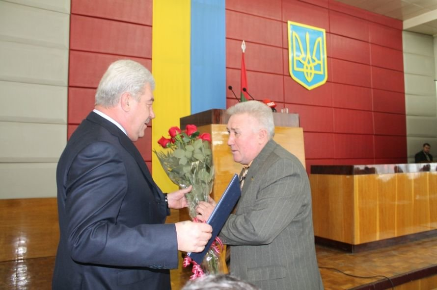 Герой дня: артемовский депутат получил грамоту от губернатора, фото-1