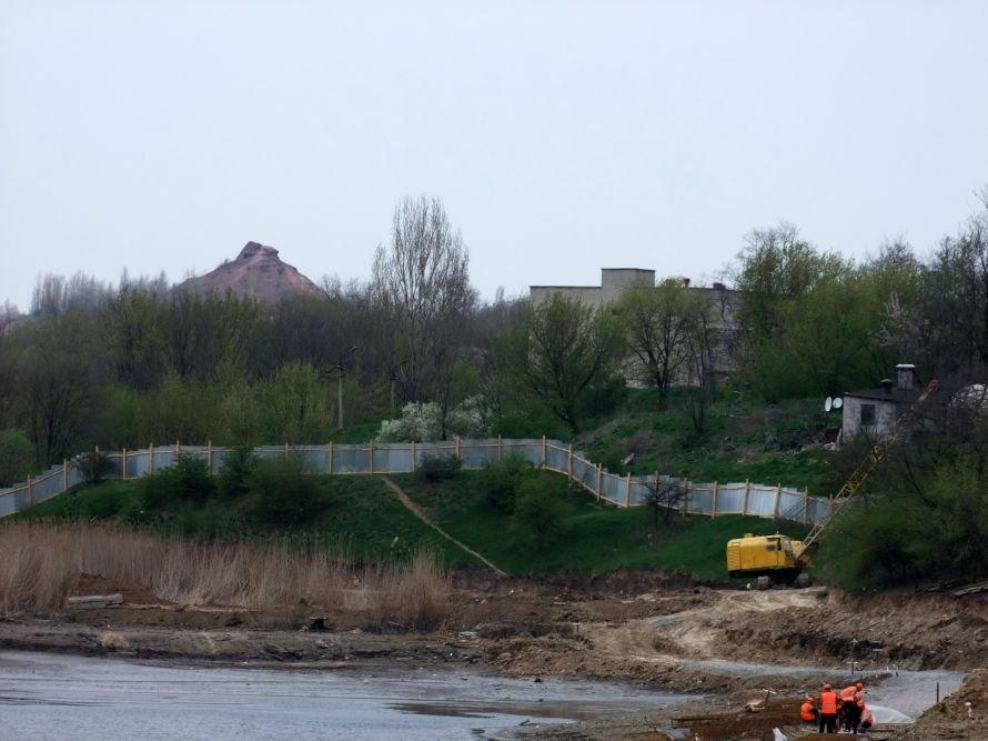 В Донецке ради строительства частной школы Ахметова временно осушили городской пруд (фото), фото-3