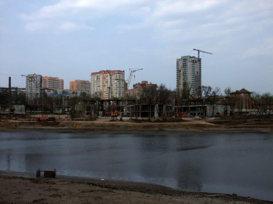 В Донецке ради строительства частной школы Ахметова временно осушили городской пруд (фото), фото-5