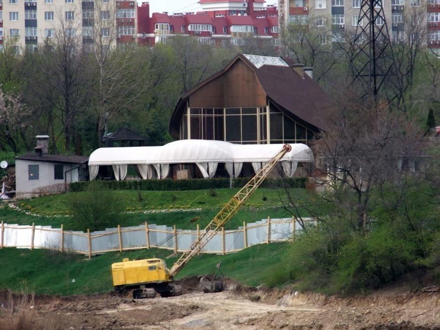 В Донецке ради строительства частной школы Ахметова временно осушили городской пруд (фото), фото-1