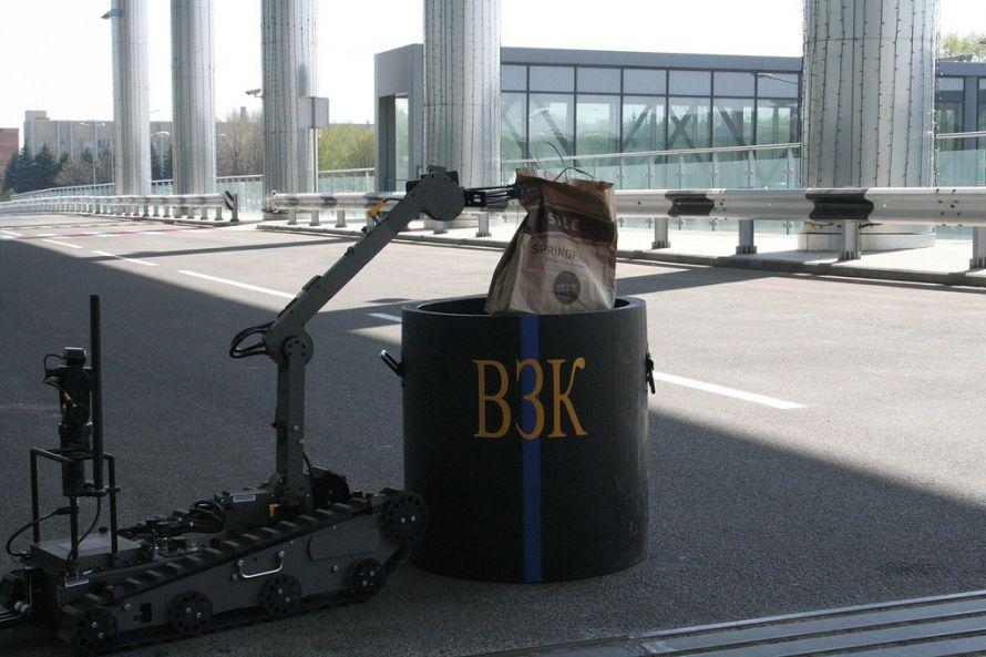 В донецком аэропорту робот обезвредил «взрывное устройство» (фото), фото-4