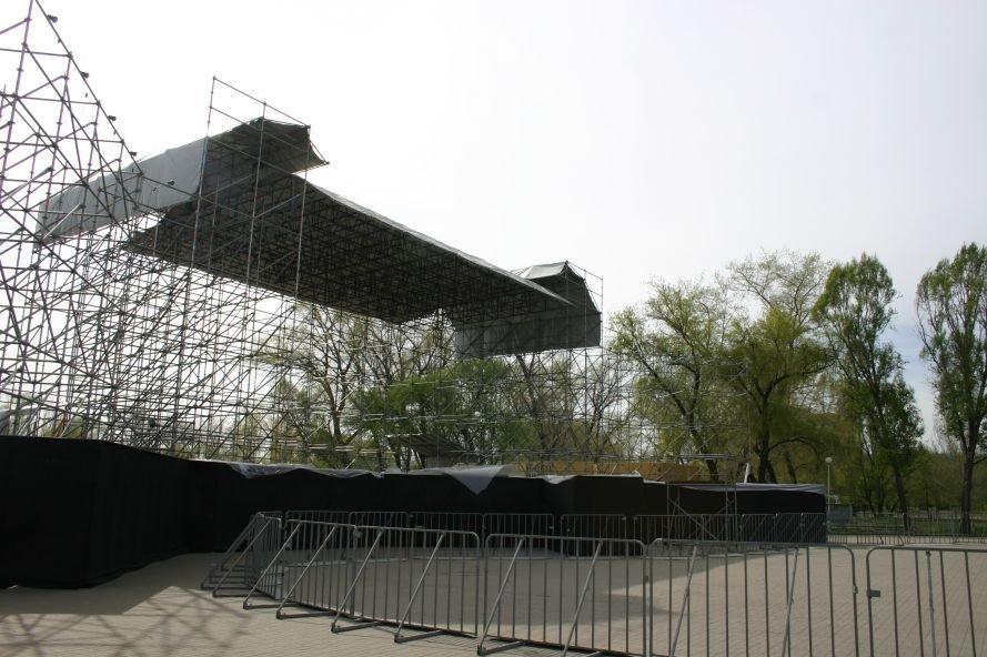 ФОТОФАКТ: Запорожье в ожидании зрелищ: на «Радуге» идут подготовки к концерту, фото-5