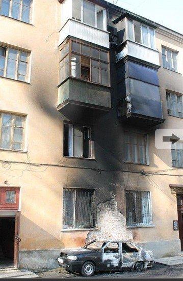 В Симферополе из-за горящего авто вспыхнули балконы жилого дома (ФОТО, ВИДЕО), фото-1