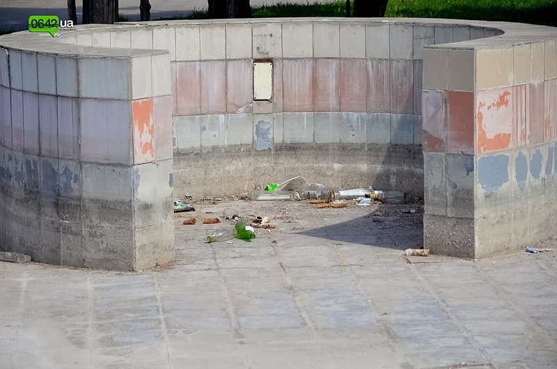 В Луганске ремонтируют здание облгосадминистрации, а фонтан напротив благополучно разрушается (ФОТО), фото-8
