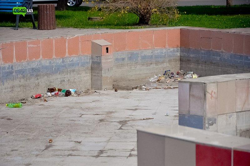 В Луганске ремонтируют здание облгосадминистрации, а фонтан напротив благополучно разрушается (ФОТО), фото-9