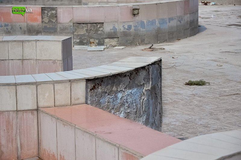 В Луганске ремонтируют здание облгосадминистрации, а фонтан напротив благополучно разрушается (ФОТО), фото-7