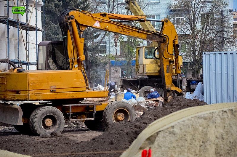 В Луганске ремонтируют здание облгосадминистрации, а фонтан напротив благополучно разрушается (ФОТО), фото-3