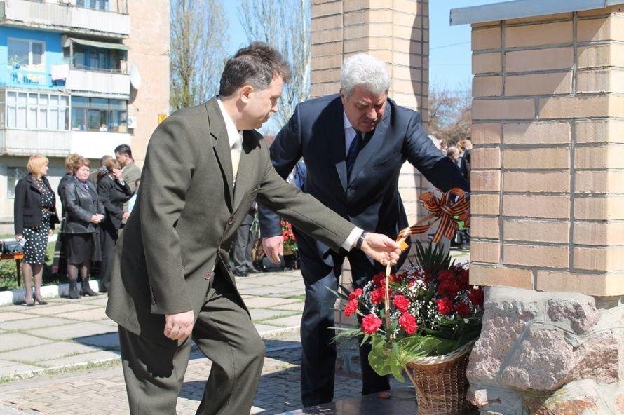 Артемовские чернобыльцы кричали «Ганьба!»  Партии Регионов, фото-13