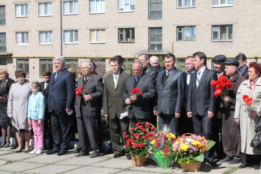 Артемовские чернобыльцы кричали «Ганьба!»  Партии Регионов, фото-9