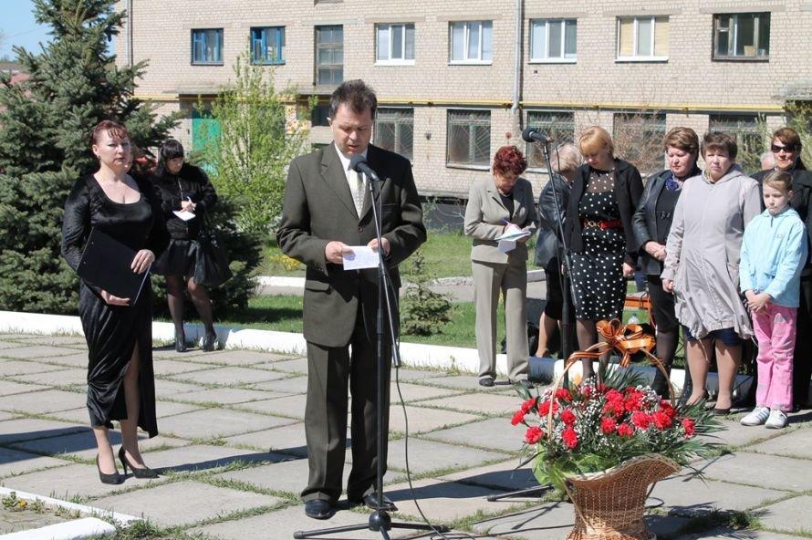 Артемовские чернобыльцы кричали «Ганьба!»  Партии Регионов, фото-2