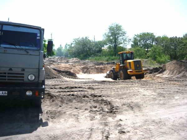 """Национальный парк """"Меотида"""" покрылся огромными ямами - неизвестные вывозят тонны песка, фото-1"""