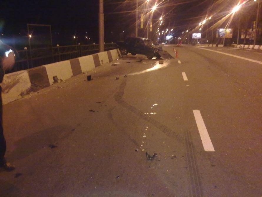 В Донецке «Жигули» вылетели с путепровода - водитель оставил пассажирку в беспомощном состоянии (фото), фото-2