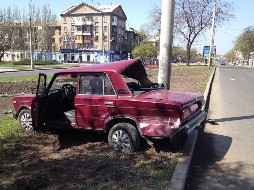 В Донецке «ДЭУ» не уступил дорогу «Ладе» - пострадали две женщины (фото), фото-1
