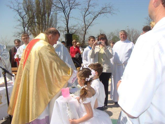 В Мариуполе католики помолились и причастились на фундаменте строящегося костела (ФОТО), фото-5