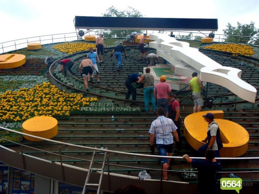 18-19 мая в Кривом Роге: цветочные часы, «Гонки на выживание», многочисленные аварии, «живые статуи» и футбол (фото) - фото 1