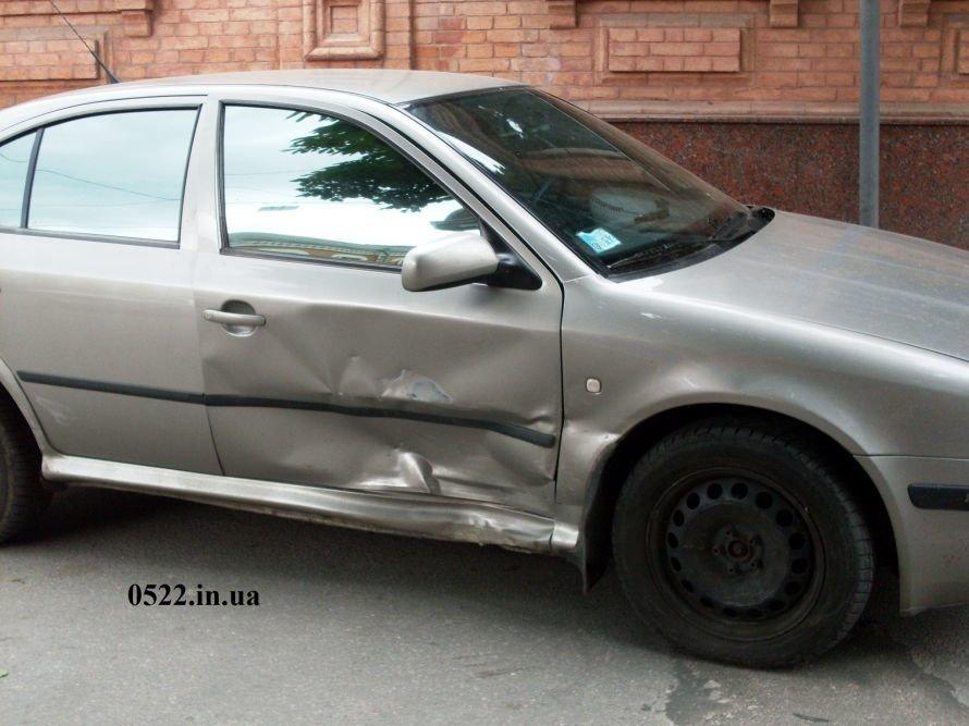 В Кировограде произошло ДТП, один из автомобилей чуть не сбил девочку (ФОТО) (фото) - фото 5