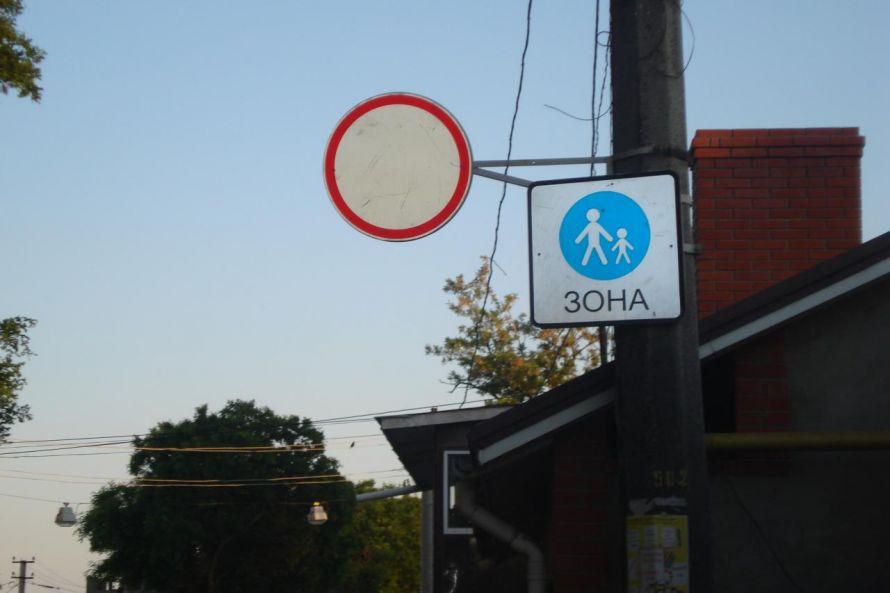 Пьяный в стельку водитель сбил одесситку с коляской и наорал сверху (фото), фото-1
