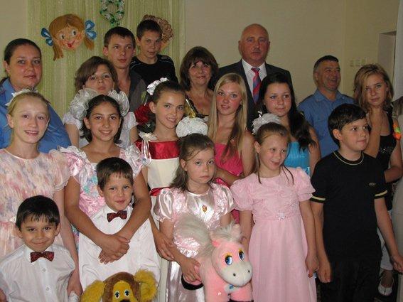 От 3 до 18: в Севастополе к Дню детей во все детдома и интернаты навезли подарков [фото, видео], фото-2