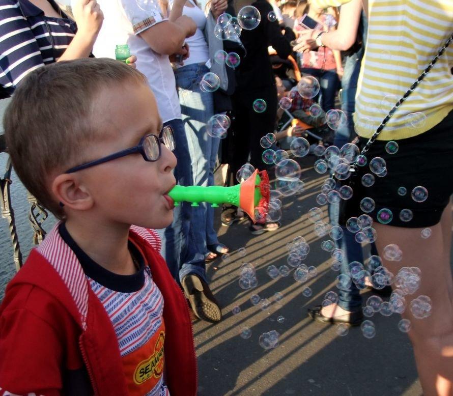 В донецком парке одновременно запустили тысячи мыльных пузырей (фото) (фото) - фото 6