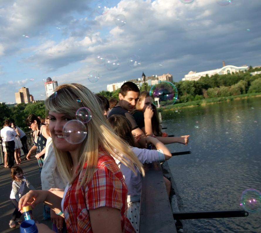 В донецком парке одновременно запустили тысячи мыльных пузырей (фото) (фото) - фото 1