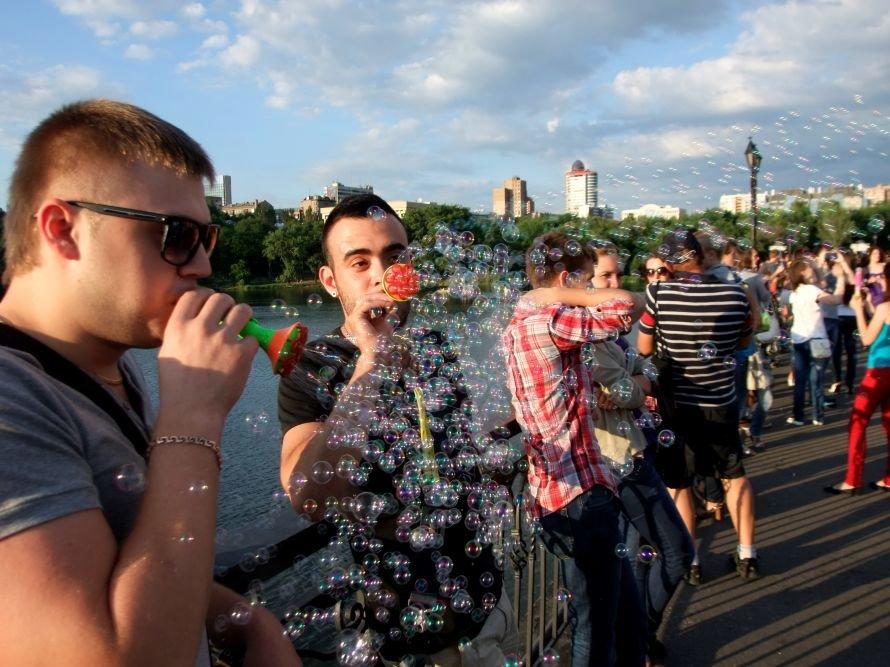В донецком парке одновременно запустили тысячи мыльных пузырей (фото) (фото) - фото 8