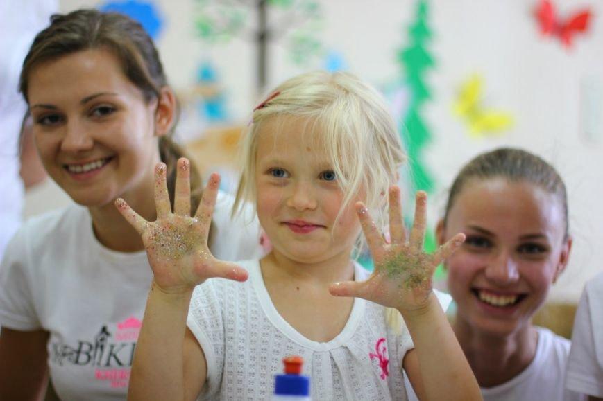 Участницы «Мисс Бикини Херсон 2013» посетили Поликлинику им. Лучанского (фото) - фото 7