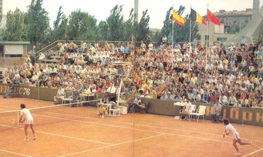 Теннисные корты в центре Донецка, на которых проходили матчи Кубка Дэвиса, превратят в парковочную зону нового ледового дворца?, фото-3