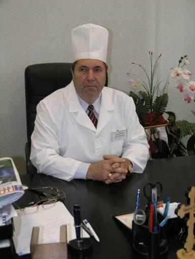 Главный врач Кобелякского района, Заслуженный врач Украины И.И. Супруненко