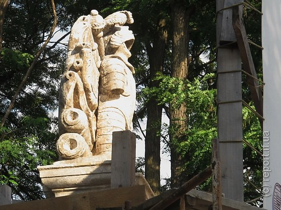 статуї лицарів2