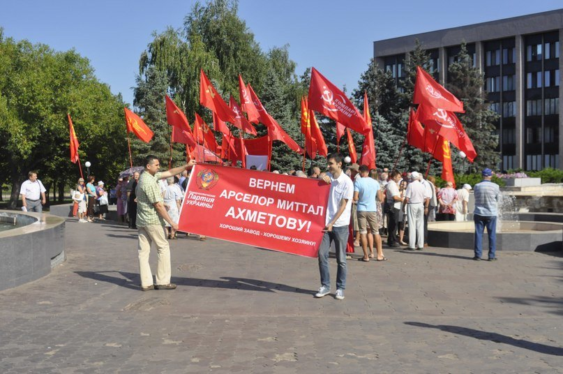 19 июля в Кривом Роге: под окнами горсовета коммунисты и «свободовцы» устроили «шоу», фото-1
